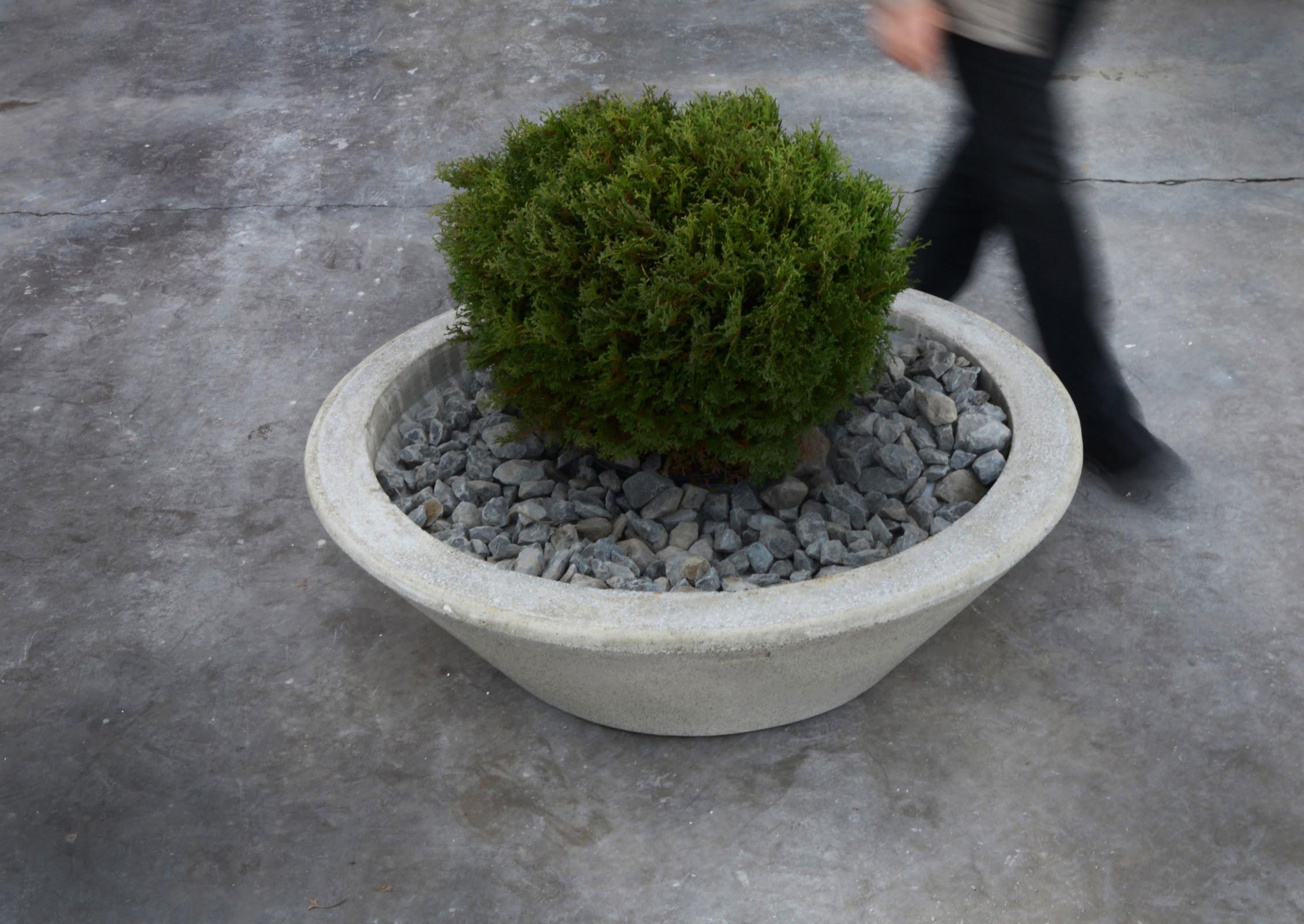 BOIRA 38 Cast Stone Planter